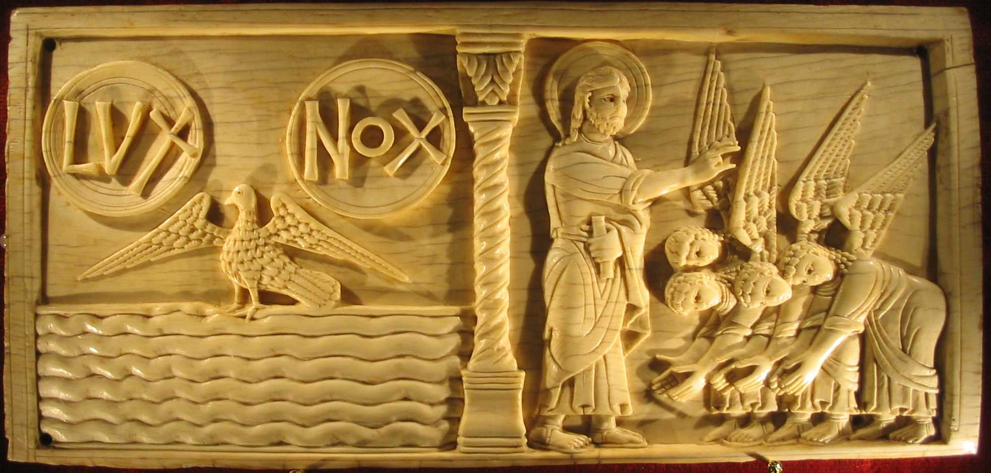 Il primo giorno della Creazione, pannello in avorio nella cattedrale di Salerno (ca. 1084)